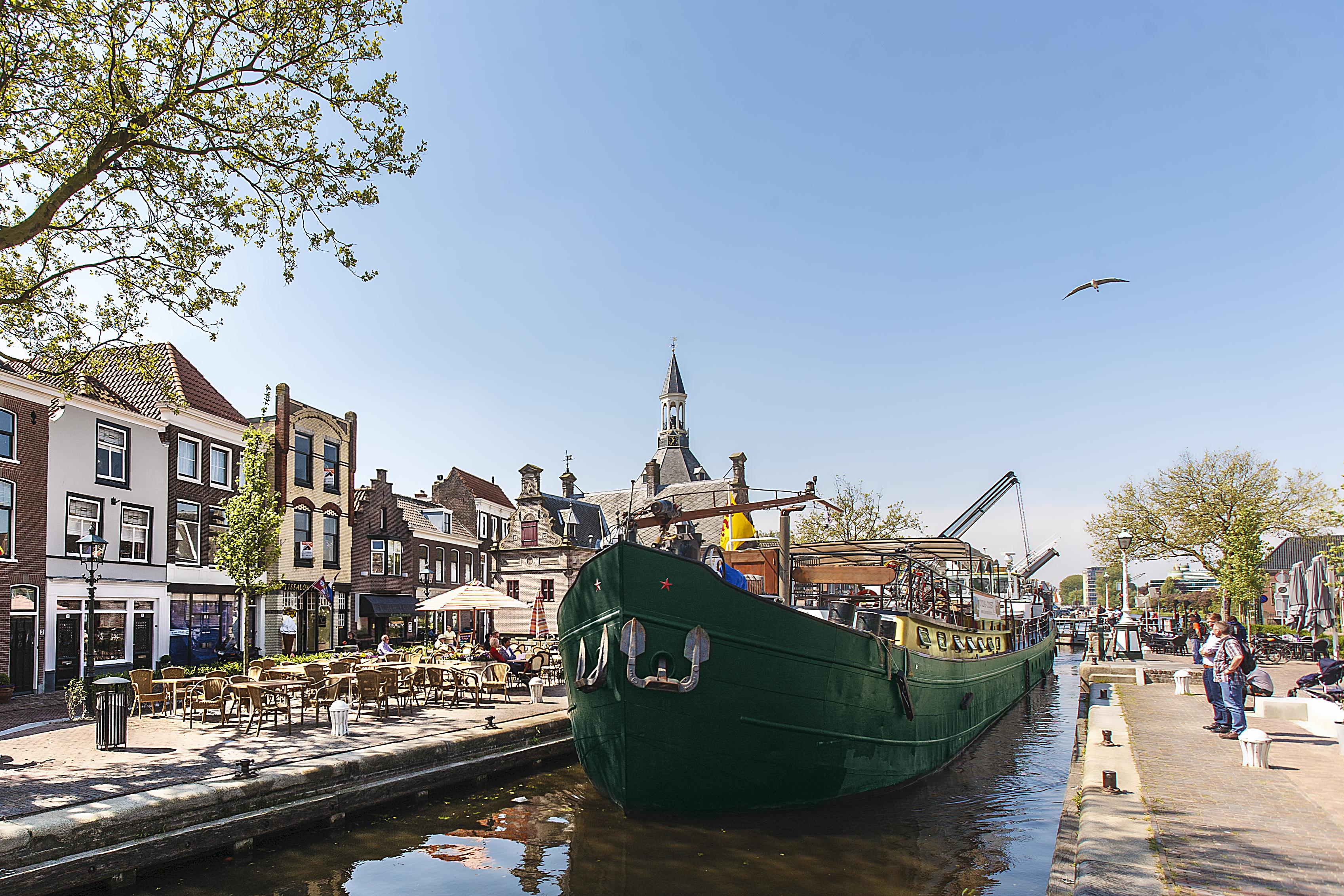 Bike and barge in germany ship la belle fleur dutch for La belle fleur