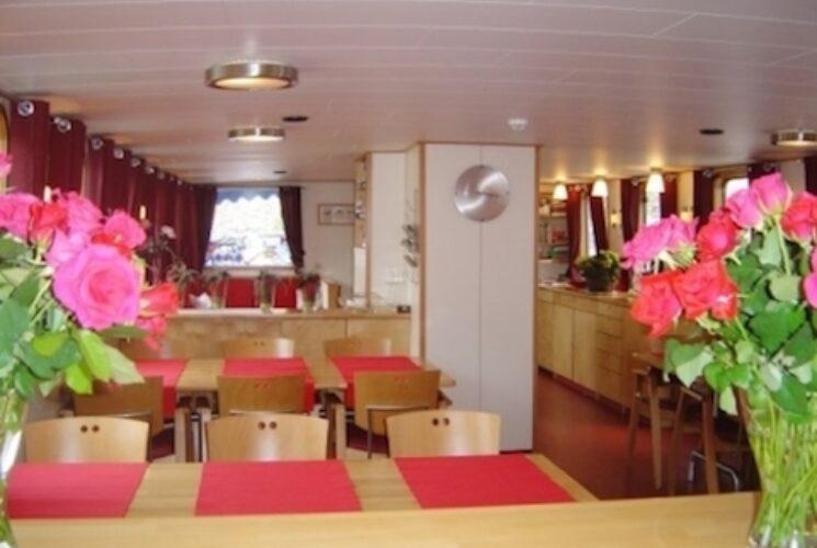MS Fleur barge for 20 passengers | Dutch Barge Cruises