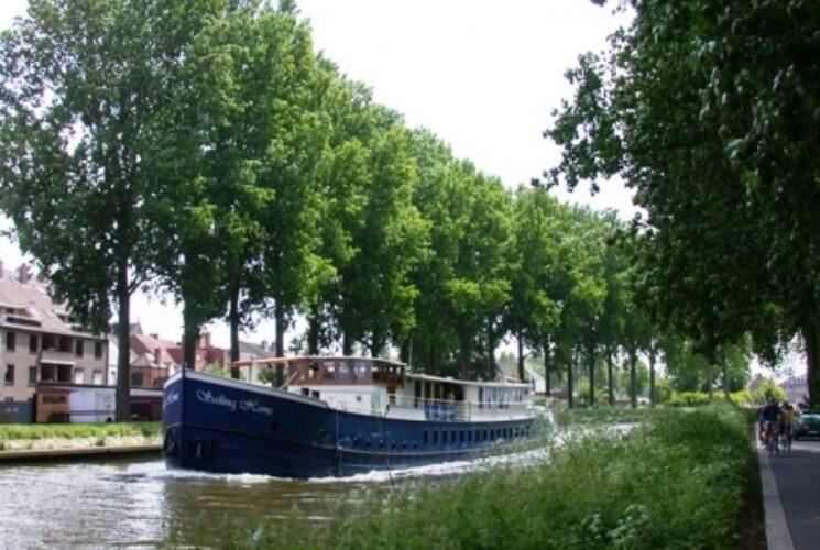 Boat and bike Amsterdam Cologne